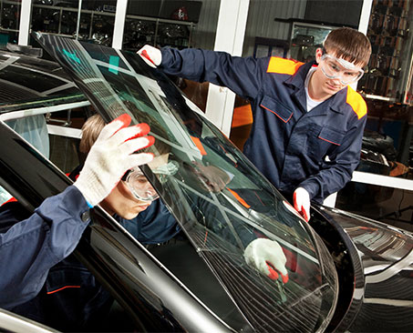 windshield replacement technicians cracked broken windshield car accident